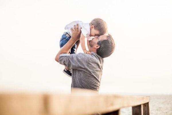 お父さんと子供の画像